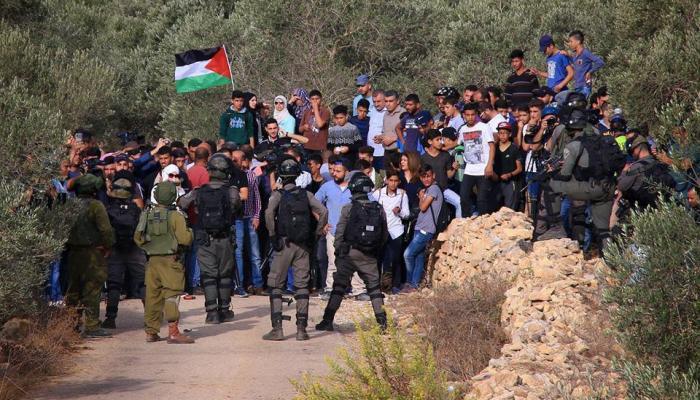 الأهالي يتمكّنون من فتح مدرسة الساوية بعد مواجهات مع قوات الاحتلال