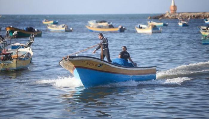 قوات الاحتلال تعتقل صيادين من غزة وأنباء توسيع مساحة الصيد غير صحيحة
