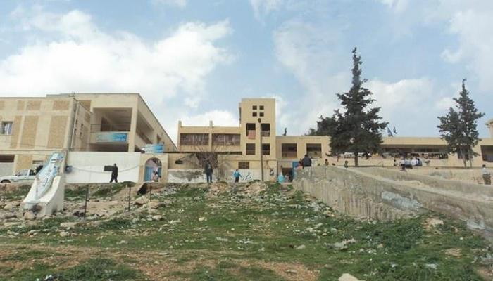 مدرسة الزيب التابعة للوكالة في مخيّم حندرات قبل الحرب.