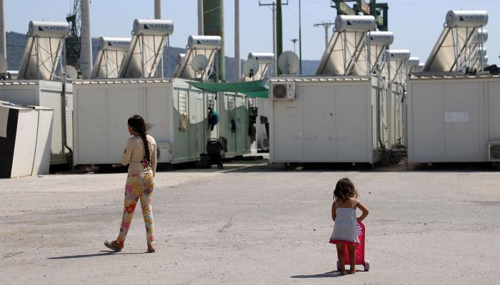 """أحد مراكز الإيواء في اليونان """" دليل اللاجئ"""""""