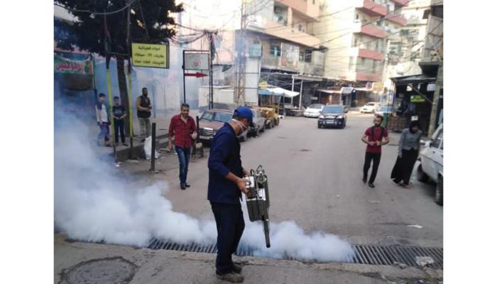 """رش المبيدات في مخيّم البداوي """" تواصل اجتماعي"""""""