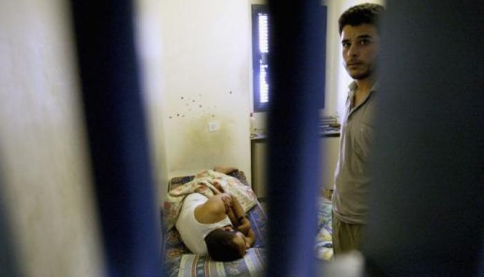 """أسرى داخل زنزانة للاحتلال """" أرشيف"""""""