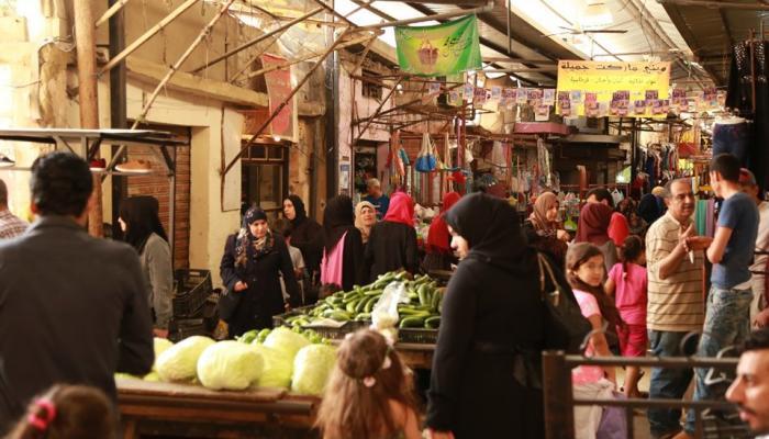 """سوق مخيم عين الحلوة للاجئين الفلسطينيين """" بوابة اللاجئين"""""""