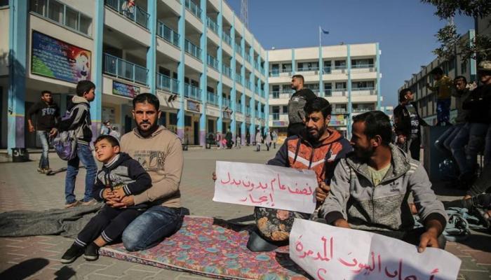 """تفاهم غير مضمون بين """"الأونروا"""" واللاجئين المُدمرة منازلهم في غزة"""