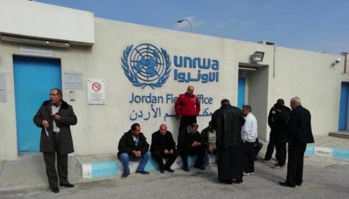 """لاجئون فلسطينيون من سوريا إلى الأردن يعتصمون أمام مقر """"أونروا"""" في عمان - شباط 2019"""