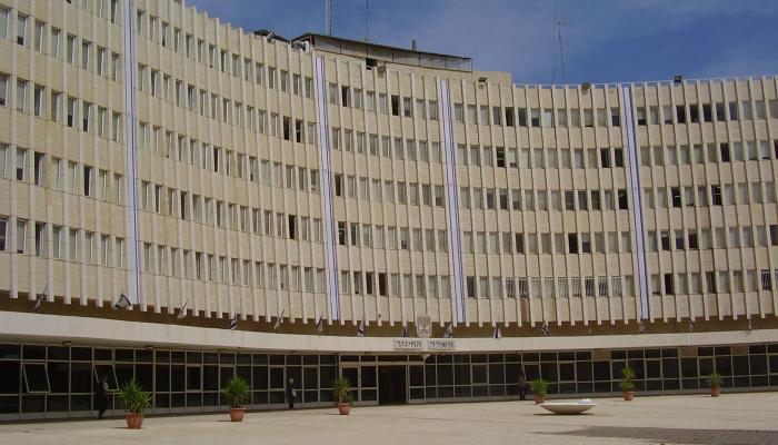 """(مبنى ما تسمى """"وزارة المعارف"""" التابعة لحكومة الاحتلال)"""
