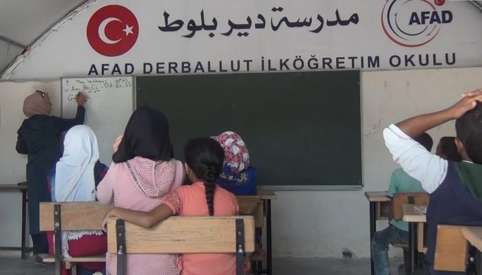 """خيمة للتعليم بلا مقومات """" بوابة اللاجئين"""""""