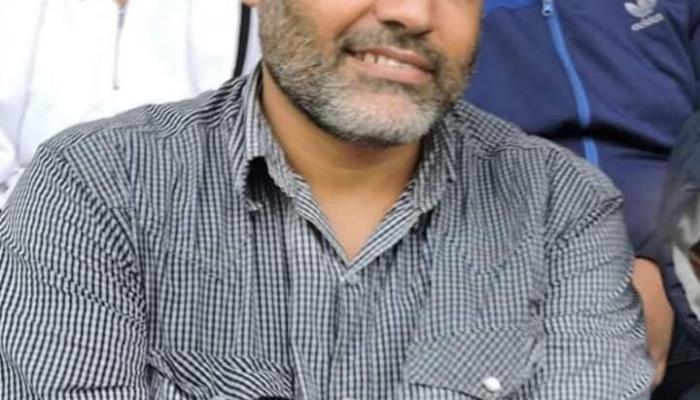 الشهيد خالد فرّاج في مُدرجات ملعب خانيونس مُشجّعاً نادي المُخيّم