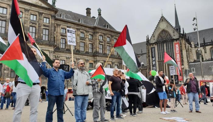 وقفة تضامنية مع قطاع غزة في ساحة الدام بهولندا